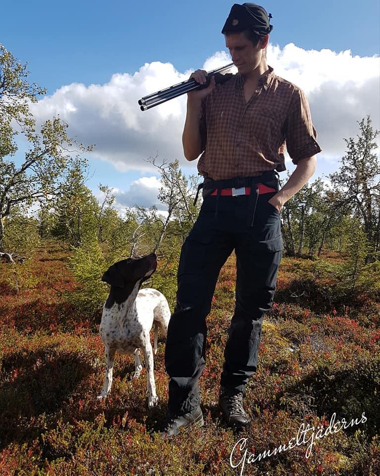 En Gammel Dansk Hönsehund ska ha en inneboende vilja att jaga med sin förare.